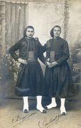 Carte Photo -Militaria - Deux Jeunes (Zouaves Ou Spahis?) Se Donant La Main - Uniformes