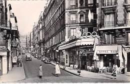 75 - PARIS ( 9 ème) Carrefour Rochechouard Rue Des Martyrs ( Animation Commerces ) Jolie CPSM Dentelée N/B PF 1950-60's - Distretto: 09