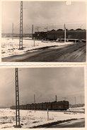 2 Photos Originales Train & Locomotive - La Locomotive  Electrique Transportant Des Wagons De Charbon Sous La Neige - Treinen