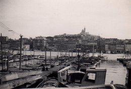 Photo Originale Bouches-du-Rhône - Marseille Et Son Vieux Port Avec Basilique Notre-Dame-de-la-Garde Vers 1940 - 13001 - Lieux