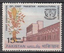 PAKISTAN     SCOTT NO. 250   MINT HINGED    YEAR  1968 - Pakistan