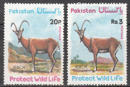 PAKISTAN     SCOTT NO. 410-11     MINT HINGED    YEAR  1976 - Pakistan