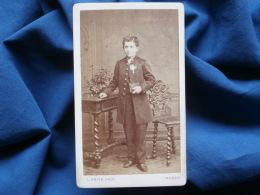 Photo CDV L. Krier à Nancy - Collégien Posant Fierement Avec Sa Médaille,  Circa 1885 L333 - Anciennes (Av. 1900)