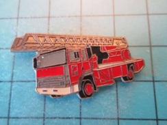 Pin1315A Pin's Pins / Beau Et Rare : EN LEGER RELIEF GRANDE ECHELLE SAPEURS POMPIERS - Brandweerman