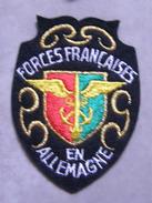 ECUSSON  BRODE DE FORCES FRANCAISES EN ALLEMAGNE - Escudos En Tela