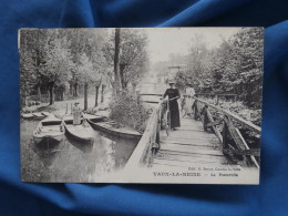 Vaux La Reine  La Passerelle  Femmes Avec Des Bicyclettes - Ed. Beyot - L336 - Otros Municipios