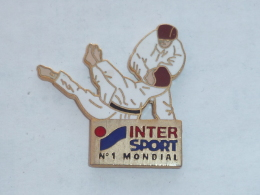 Pin's JUDO, INTERSPORT N°1 MONDIAL - Judo