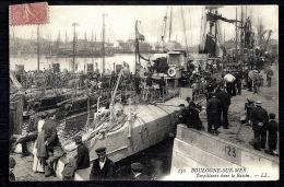 CPA ANCIENNE FRANCE- BOULOGNE-SUR-MER (62)- TORPILLEURS DANS LE BASSIN- TRES GROS PLAN ET BELLE ANIMATION- VOILIERS - Boulogne Sur Mer