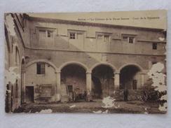SALON DE PROVENCE - Le Château De La Reine Jeanne - Cour De La Eymperie - CPA - CP - Carte Postale - Salon De Provence