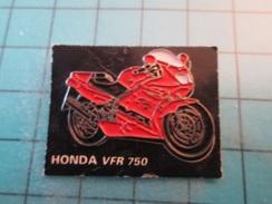 Pin1415b Pin's Pins / Beau Et Rare : MOTO HONDA VFR 750  Marquage Au Dos : - ---  - - Motos