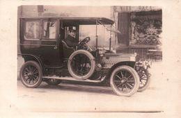 CPA TAXI PARISIEN AUTOMOBILE 1900/10 Stationnée Devant Un Café - Taxi & Carrozzelle