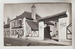 CPSM AUBIGNY SUR NERE (Cher) - Hôtel Du Cheval Rouge Faubourg D'Argent - Aubigny Sur Nere