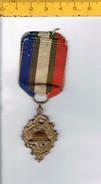 M B - Insigne Union Nationale Des Combattants - U.N.C. - Métal - Esercito