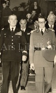 Postcard / ROYALTY / Belgique / Roi Baudouin / Koning Boudewijn / Generaal McAuliffe / Bastogne / 1954 - Personajes