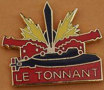 W 205 )........SOUS  MARIN.....LE   TONNANT - Pin's & Anstecknadeln