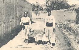 Algerie, Types, Tirailleurs En Corvée - Algerije