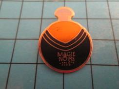 Pin710g Pin's Pins / Beau Et Rare : PARFUMS / FLACON DE MAGIE NOIRE LANCÔME PARIS - Perfume