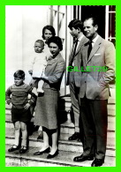 FAMILLES ROYALES - H. M. THE QUEEN WITH THE DUKE OF EDINBURGH, WITH THEIR FAMILY  - VALENTINE'S - - Royal Families