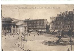 67.BORDEAUX . LA PLACE DE LA COMEDIE - LES ALLEES DE TOURNY . AFFR LE 29 AOUT 1926 AU VERSO . 2 SCANES - Bordeaux