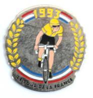 Pin's LE TOUR DE LA FRANCE 1993 - Cycliste Au Maillot Jaune - Rameaux De Lauriers - P!n - G965 - Wielrennen