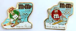 Lot De 2 Pin's M&M'S - Ski Alpin Et Ski Free Style -  Cojo  - G969 - Badges