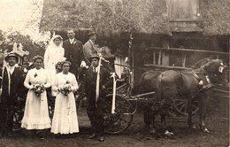 Carte Photo Original Voiture Hippomobile - Attelage à Deux Décoré Pour Mariage & Mariés à La Ferme Vers 1910 - Automobiles