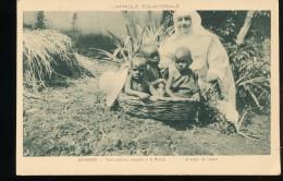 Afrique -- Ouroundi -- Trois Oisillons , Receuillis A La Maison .... Et Espoir De L'avenir - Uganda