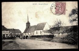CPA ANCIENNE FRANCE- LE SAP (61)- LE BOURG DE MONNAI- ENTRÉE DU VILLAGE EN HIVER AVEC ANIMATION- L'EGLISE - France