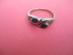 Bijoux Fantaisie/Diamétre 1,8 Cm / Enfant ?/Deux Pierres Bleues Sombres/métal Doré/Vers 1930 - 1950      BIJ57 - Bagues