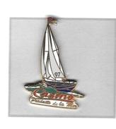 Pin's  Bateau, Voile  Sur  Publicité  Des  Magasins  CASINO  Produits  De  La  Mer - Sailing, Yachting