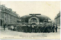 75 PARIS ++ Musique De La Garde Républicaine - Chef Gabriel Parès - Dans La Cour Du Quartier ++ - Distrito: 04