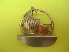 Bijou Fantaisie/Broche /Métal Doré/avec Bateau Stylisé / Vers 1930- 1960  BIJ71 - Spille