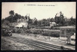 CPA ANCIENNE FRANCE- MAUBEUGE (59)- ENTREE DE LA ROUTE DE FERRIERE- LA GARE A L'ARRIVÉE DU TRAIN- GROS PLAN - Maubeuge