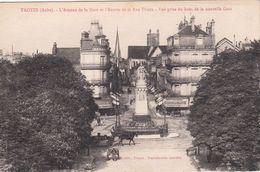 Cp , 10 , TROYES , L'Avenue De La Gare Et L'Entrée De La Rue Thiers , Vue Prise Du Haut De La Nouvelle Gare - Troyes