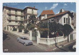 LOURDES - CPM - HOTEL NOTRE DAME DE LA CLARTE 404 PEUGEOT  --2 Scannes   -A3 - Voitures De Tourisme