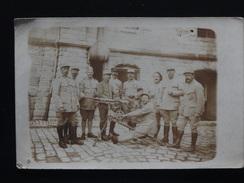 CARTE PHOTO GROUPE DE MILITAIRES DE L'ARTILLERIE AVEC MITRAILLETTE - 1914-18