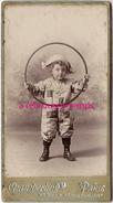 Format Mignonnette CDV 4,3 X 8cm-petit Garçon Déguisé En Arlequin Et Avec Cerceau-jouet-photo Chamberlin à Paris - Photos