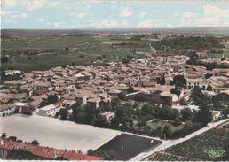 AIGUES-VIVES - ( Gard ) - Vue Générale Aérienne Et Le Terrain De Sports - Aigues-Vives