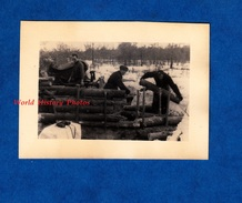 Photo Ancienne Provenant D'un Soldat Allemand - RUSSIE / RUSSIA - Construction D'une Position - German Soldier WW2 1942 - Guerre, Militaire