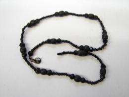 MW. 73. Collier De Perles Noires. - Halsketten