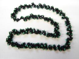 MW. 74. Trés Beau Collier De Perles Noires Et Vertes. - Collares/Cadenas
