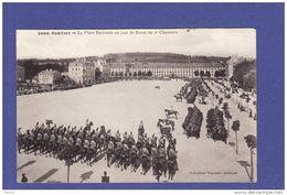 PONTIVY PLACE NATIONALE LA REVUE 2EME CHASSEURS (PETITE DECHIRURE EN H SUR LE BORD TTB Tenue) U64) - Pontivy