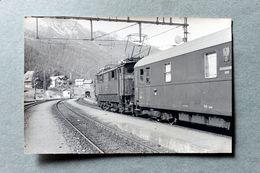 Photo Train En Gare De St Saint Anton?Autriche Cliché SCHNABEL 1966 - Gares - Avec Trains