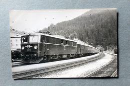Photo Locomotive  1110 10 Gare De Langen? Autriche Cliché SCHNABEL 1966 - Gares - Avec Trains