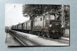 Photo Locomotive 1045 10 En Gare De Gmundun Autriche Cliché SCHNABEL 1966 - Gares - Avec Trains