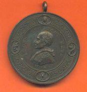 """Médaille Bronze  """" Pape Léone XIII Pont Mass """" Revers Place Saint Pierre - 2 Scans - Monarquía/ Nobleza"""