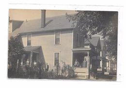 Carte Photo CANTON : Famille Devant Leur Maison, - Etats-Unis