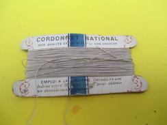 Mercerie/Carton Présentoir/Cordonnet National/Soie Floche Pour Machine/Emploi à La/Machine /Vers 1940-1960   MER56 - Habits & Linge D'époque