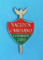 1 PIN'S //  ** NACIOUN GARDIANO ** LOURDES ** 2002 ** - Bullfight - Corrida