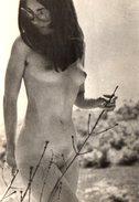 Photo Originale FKK & Nu Artistique - Jolie Pin-Up Asiatique Nue & Lunettes De Soleil Vintage Type Mouche Vers 1970 - Pin-up